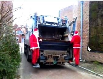 Ook dit jaar waren er weer oud papier ophaal kerstmannen in actie.
