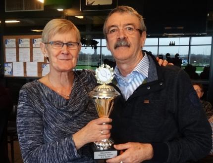 De winnaars Dick en Hennie van kerst Dynamic Tennis