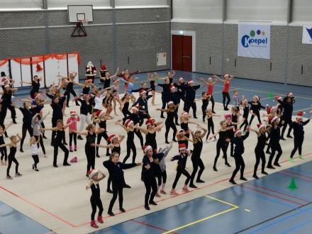 Lustrum kerstshow dans en ritmisch gymnastiek